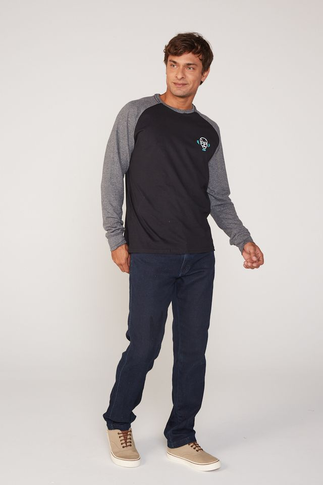 Camiseta-HD-Manga-Longa-Raglan-Estampada-Minimal-Preta