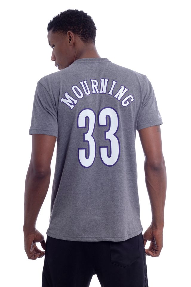 Camiseta-Mitchell---Ness-Estampada-Charlotte-Hornets-Alonzo-Mourning-Cinza